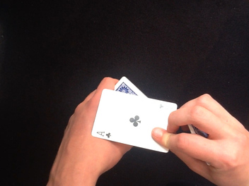 Performing an Easy Card Trick – New lesson from MagicVision