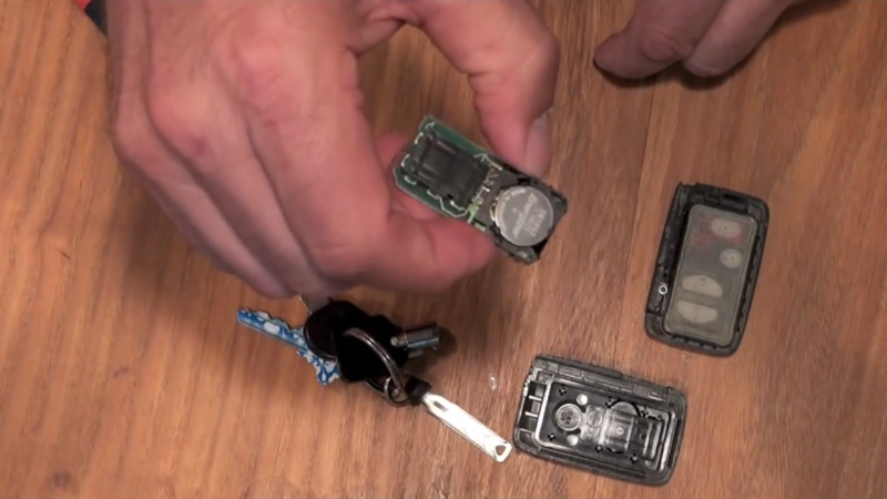Toyota Key Fob Battery >> How To Replace A Toyota Key Fob Battery