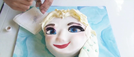 Making a Cake Elsa from Disney's Frozen